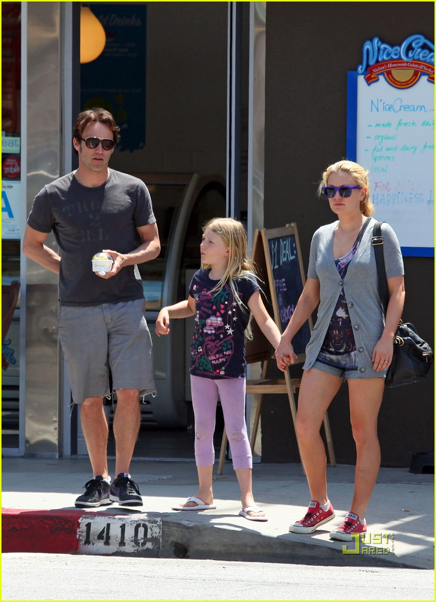 anna paquin stephen moyer lilac pinkberry 01