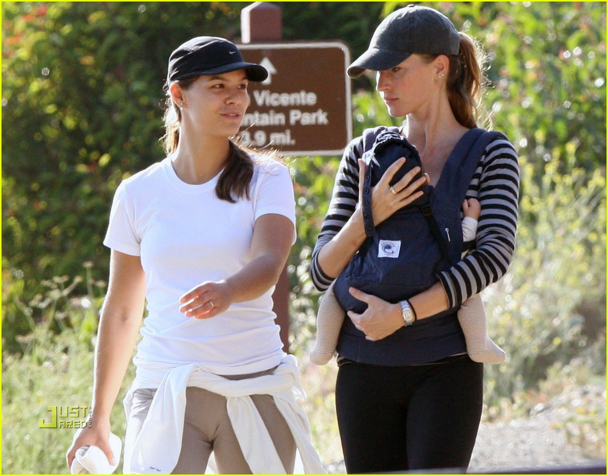 gisele bundchen hiking 11