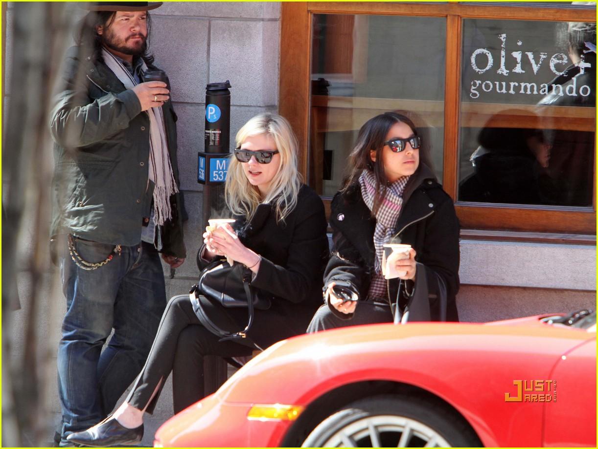 Jake Gyllenhaal & Kirsten Dunst: Montreal Meet-up? Jake Gyllenhaal