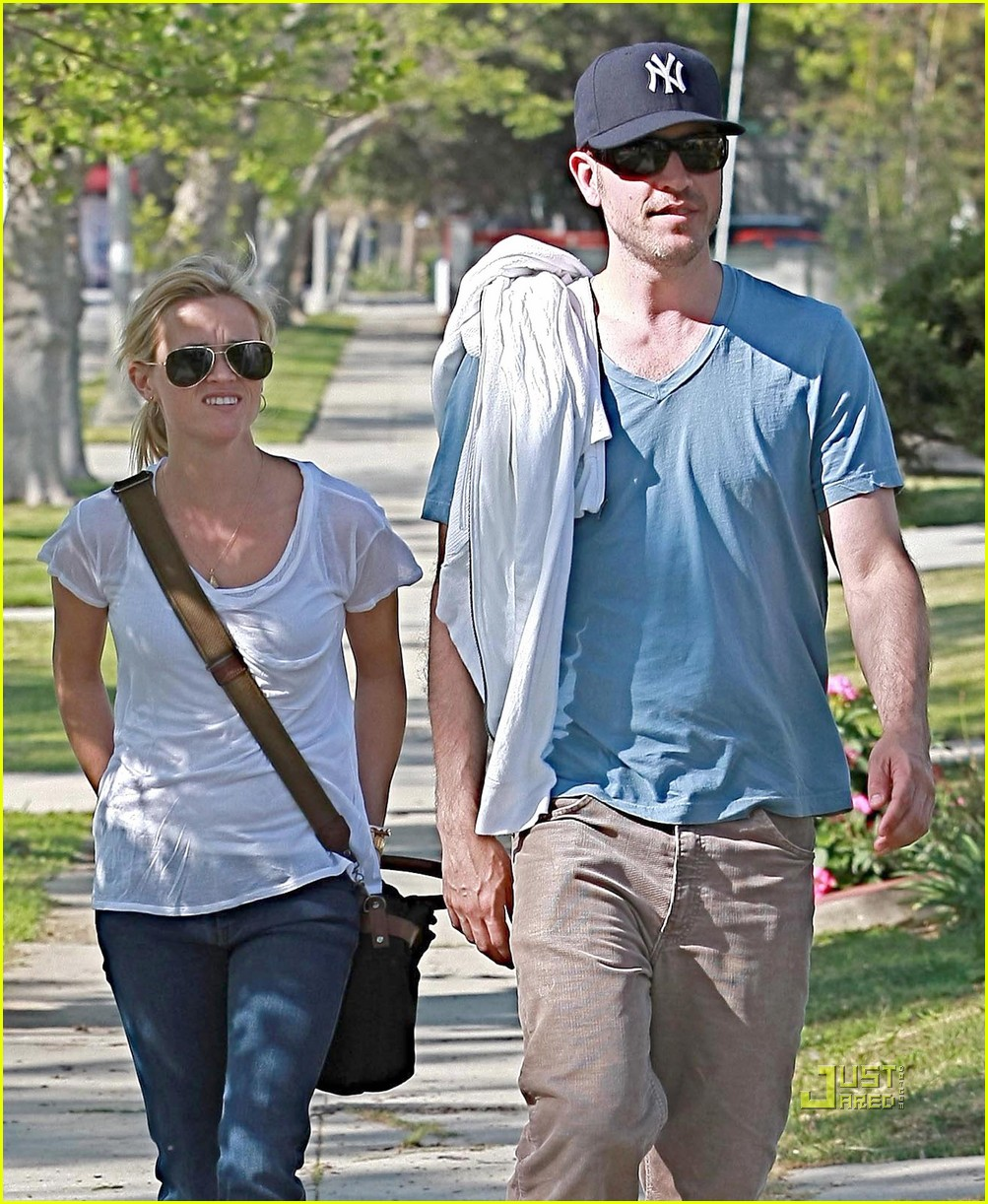 jim toth reese witherspoon walking 02