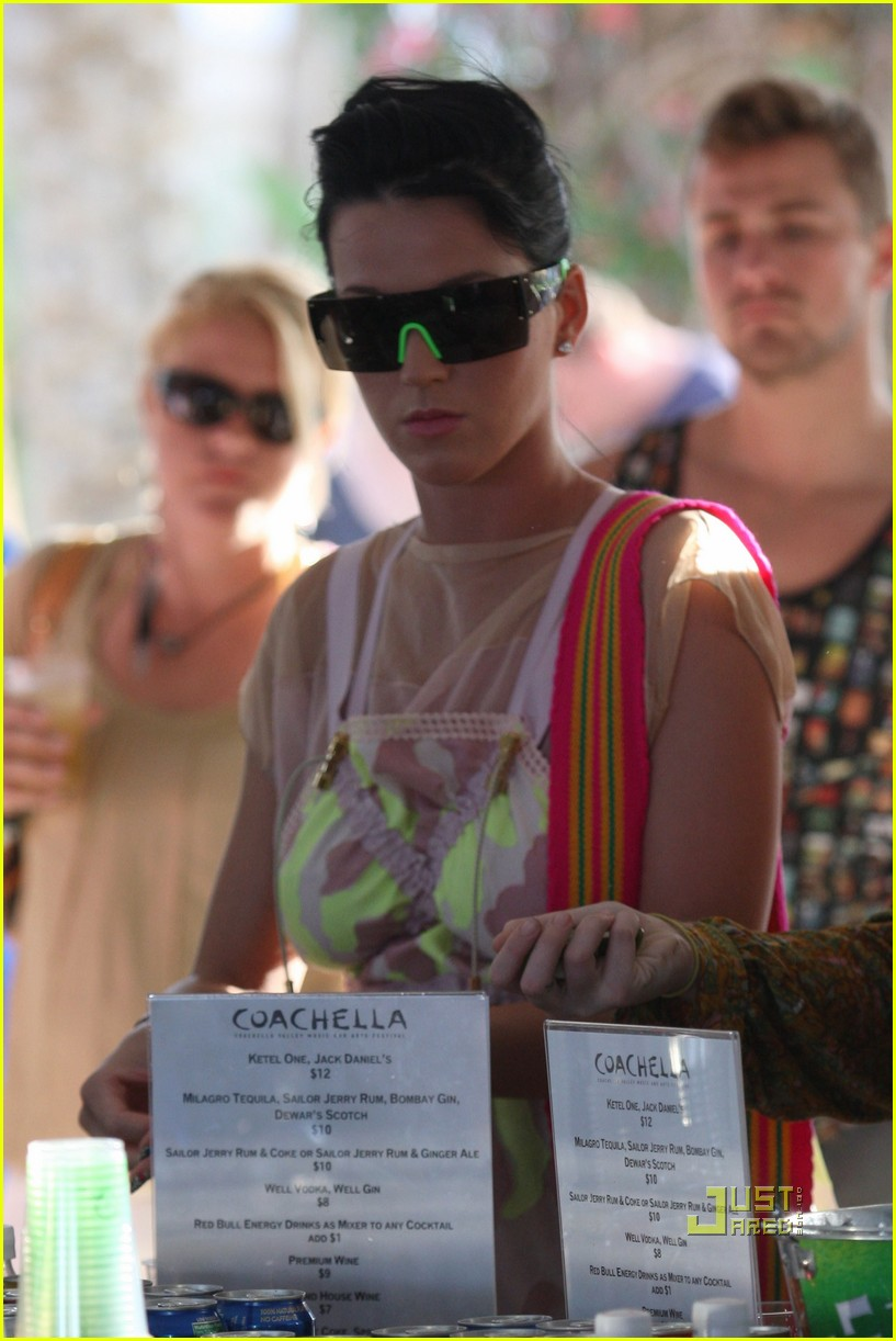 dita von teese katy perry coachella day 3 20