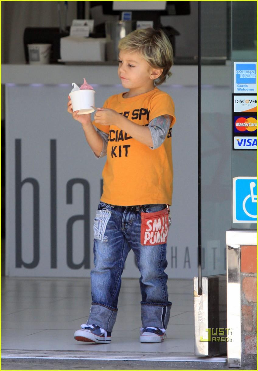 gwen stefani kingston rossdale frozen yogurt 10 Gwen Stefani