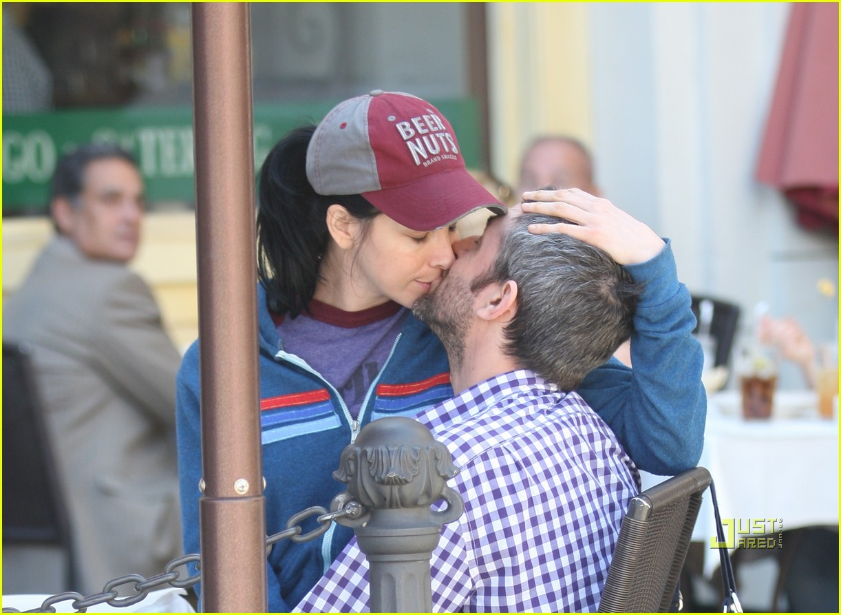 sarah silverman alec sulkin kissing couple 04