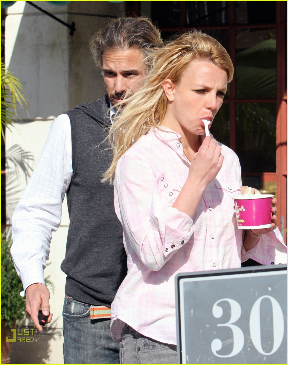 britney spears menchies frozen yogurt jason trawick 032440287