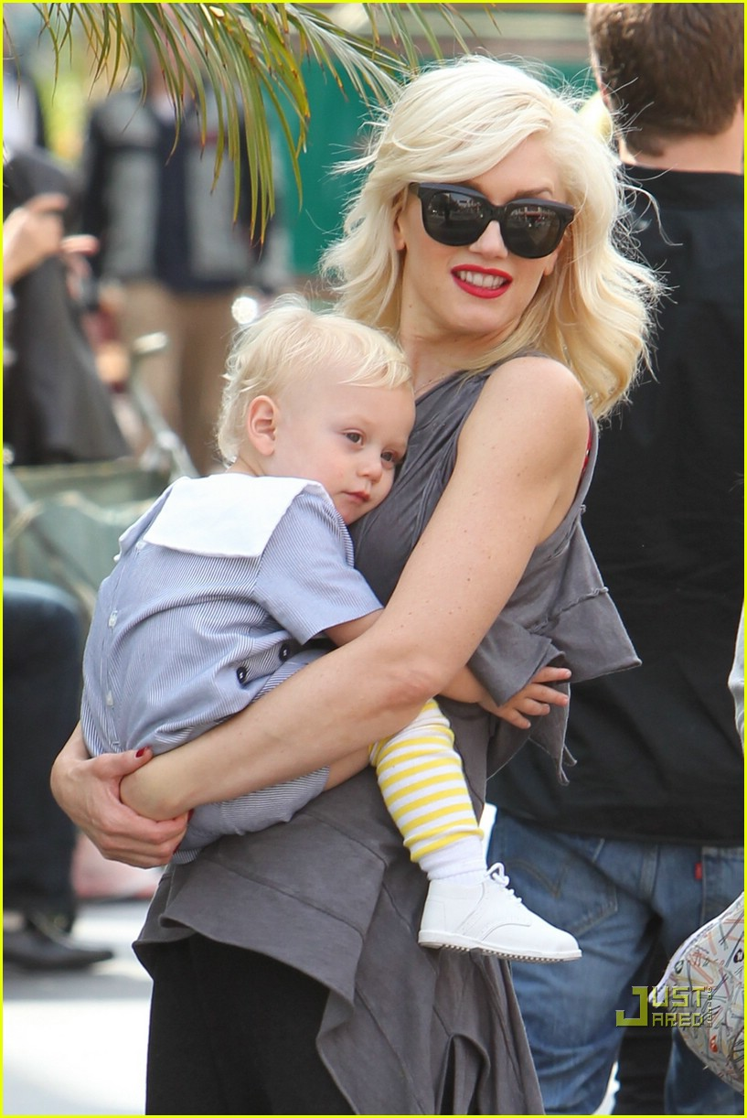 gwen stefani bonding boys 04