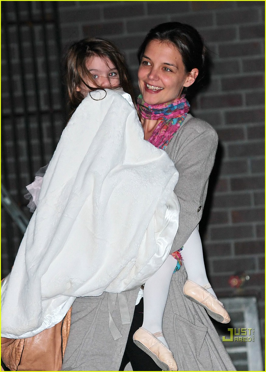 suri cruise umbrella new york 02