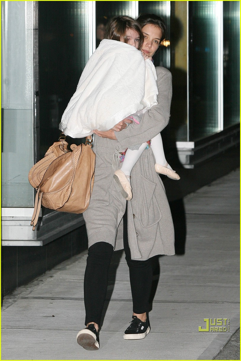 suri cruise umbrella new york 12