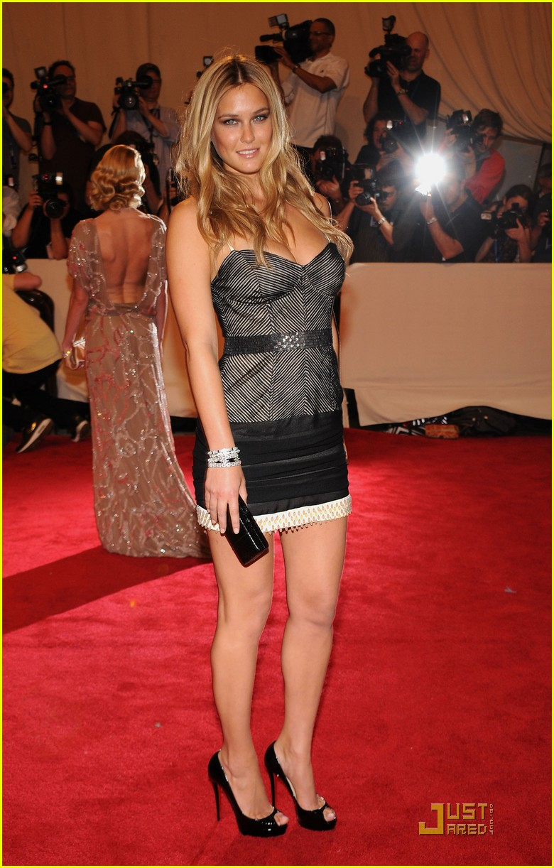 bar refaeli met ball 2010 06