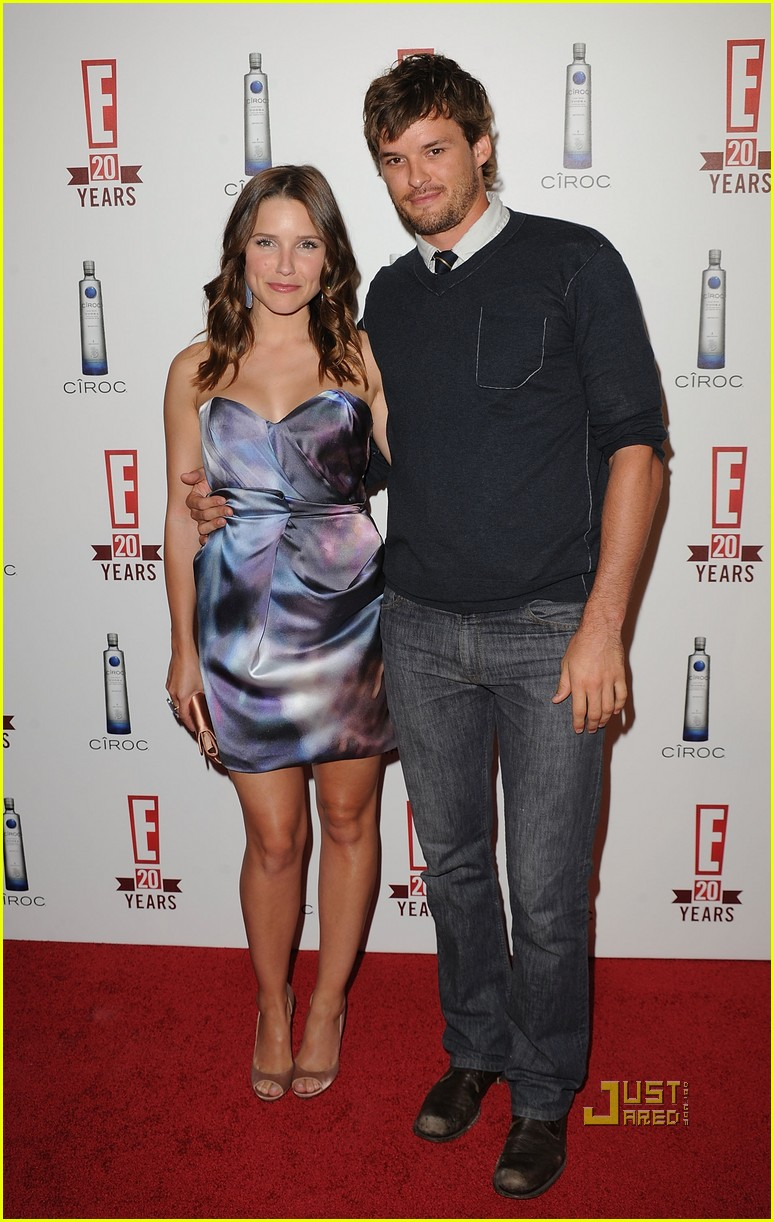 sophia bush austin nichols red carpet 062453405
