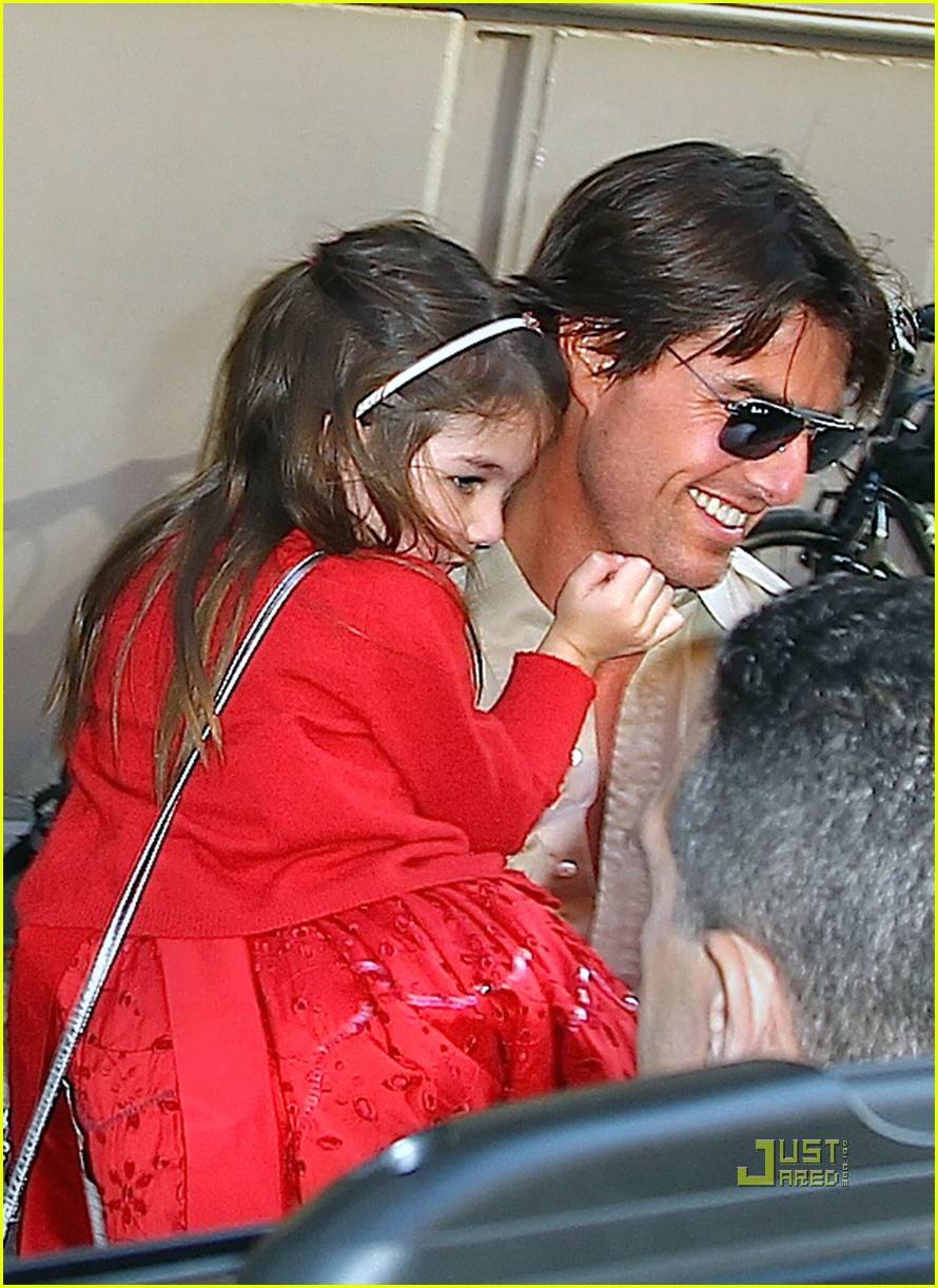 tom cruise katie holmes suri see a show nyc 02