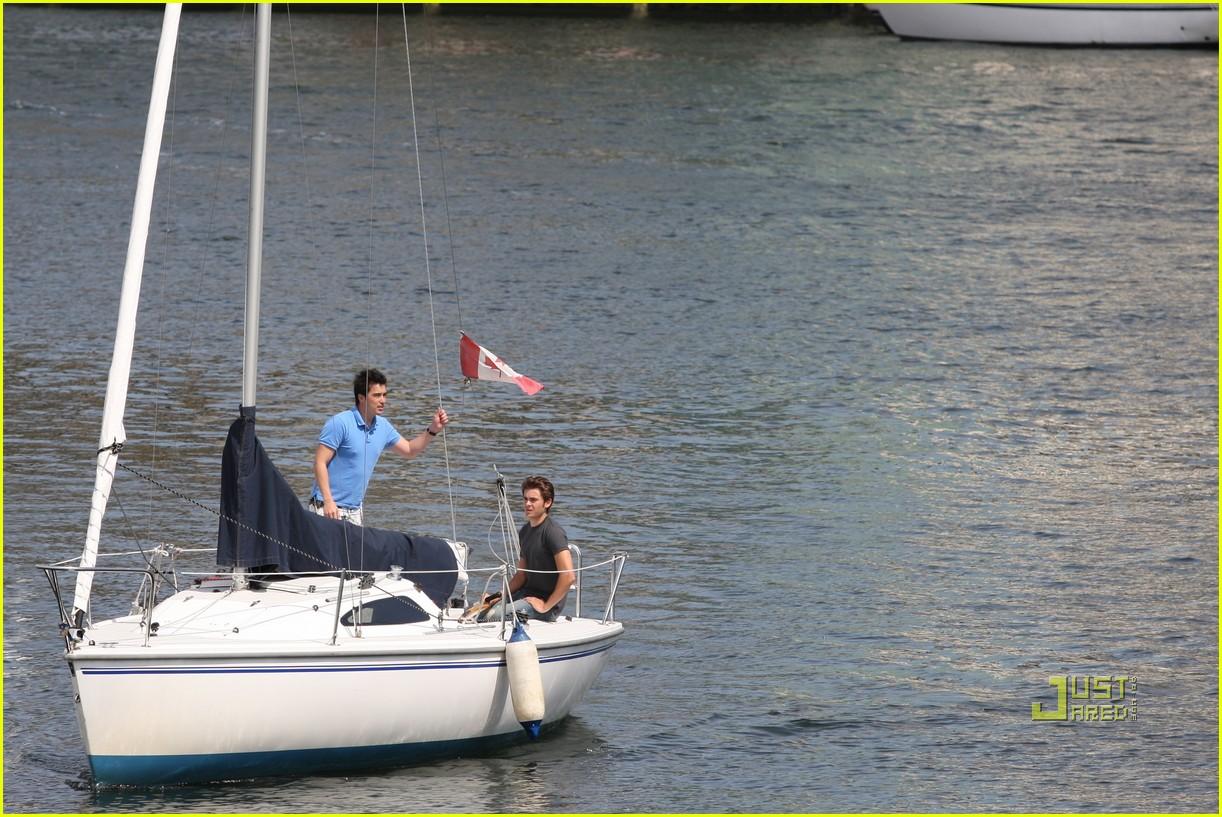 zac efron sailing vancouver 11