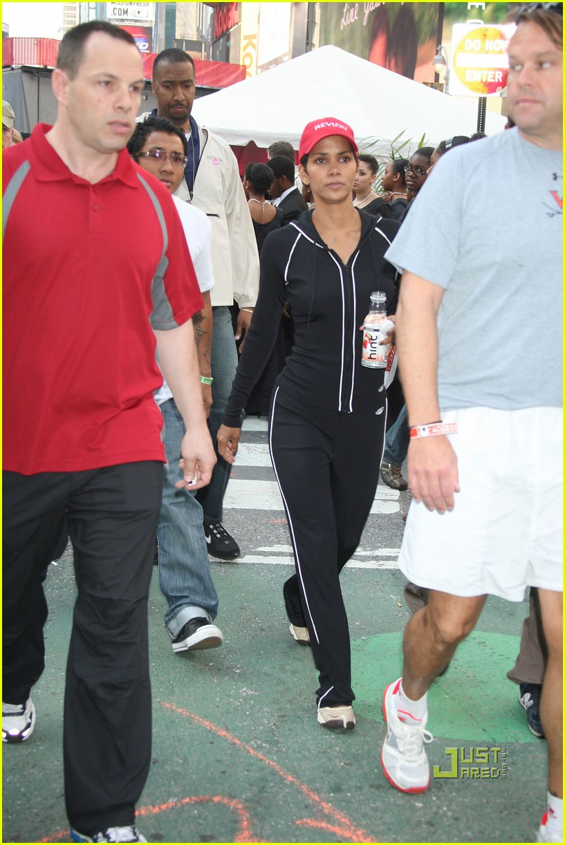 halle berry revlon walk run 05