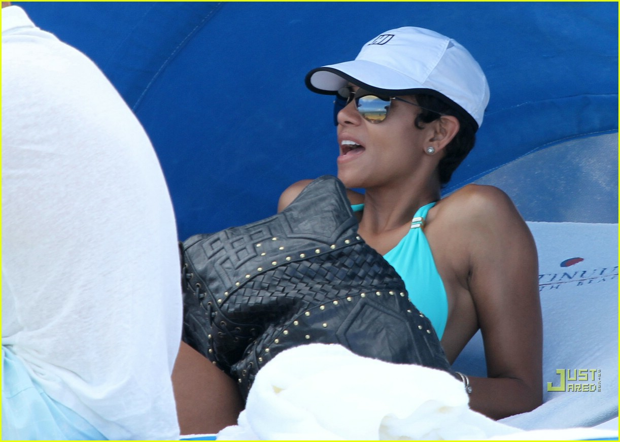 halle berry miami beach babe 18