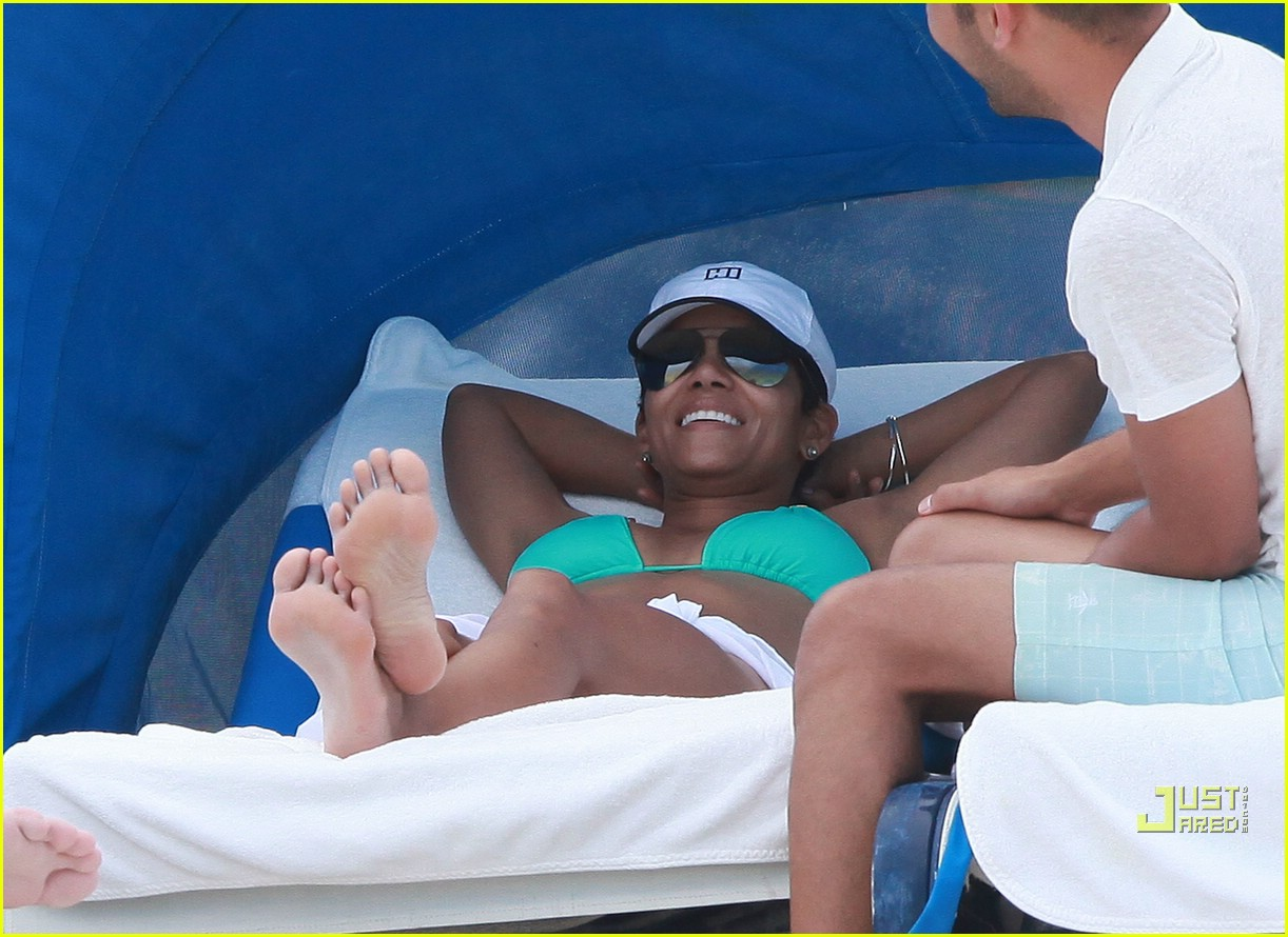 halle berry miami beach babe 26