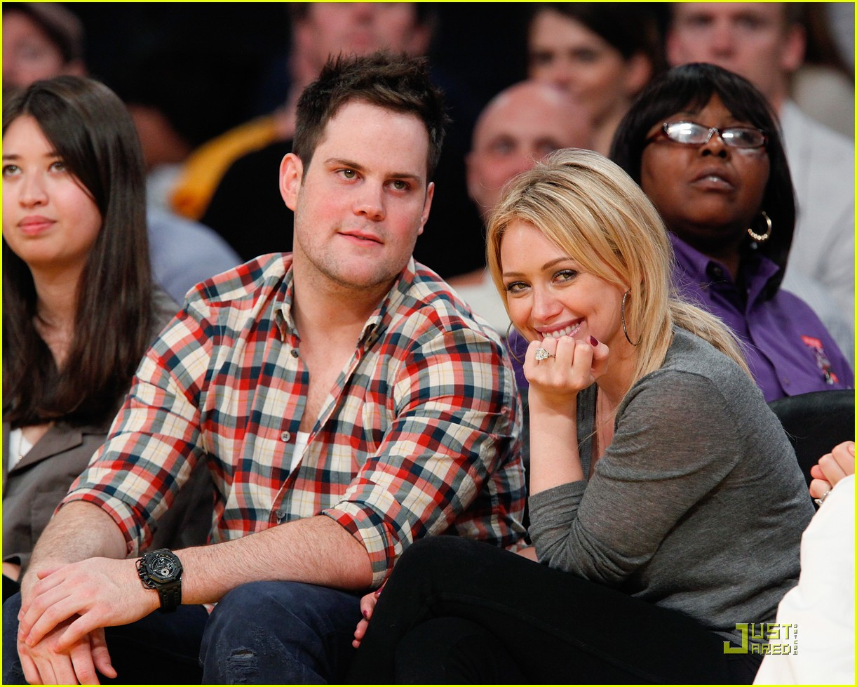 hilary duff mike comrie courtside couple 07