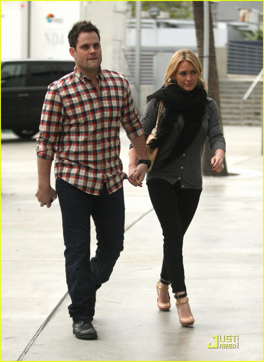 hilary duff mike comrie courtside couple 132451565