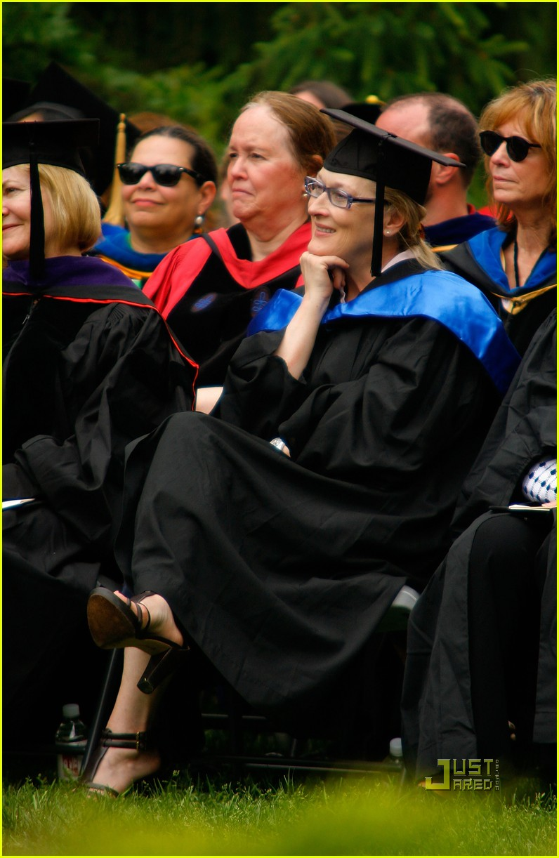 lisa kudrow vassar college commencement meryl streep 03