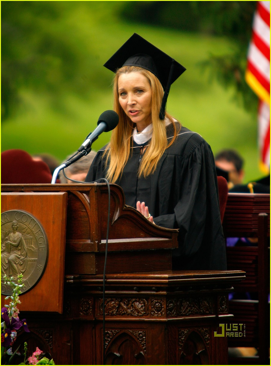 lisa kudrow vassar college commencement meryl streep 09