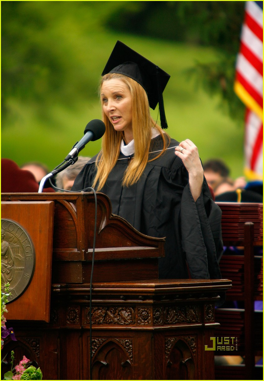 lisa kudrow vassar college commencement meryl streep 13