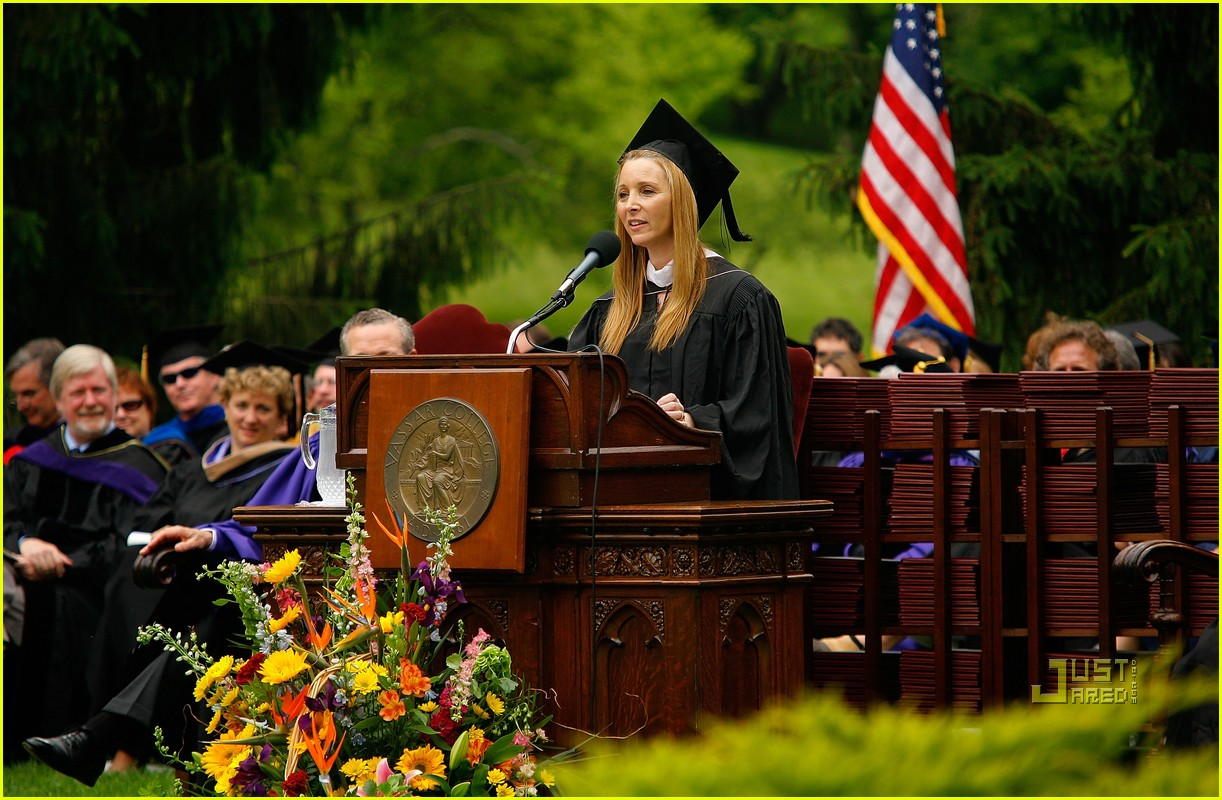 lisa kudrow vassar college commencement meryl streep 16