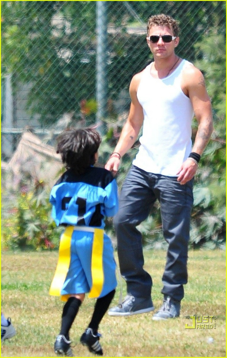 ryan phillippe deacon flag football 04