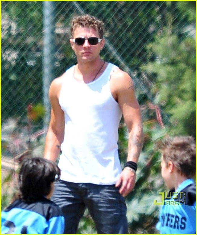 ryan phillippe deacon flag football 12