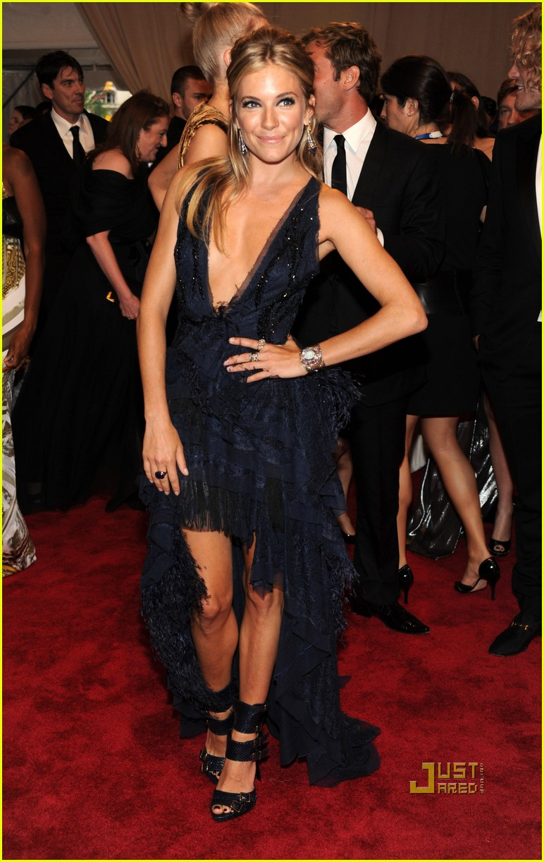 sienna miller met ball jude law 03