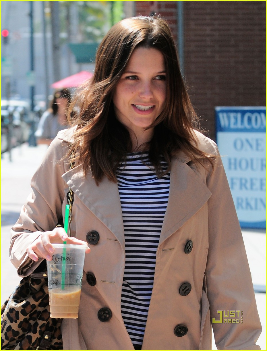 sophia bush trenchcoat nail salon 02