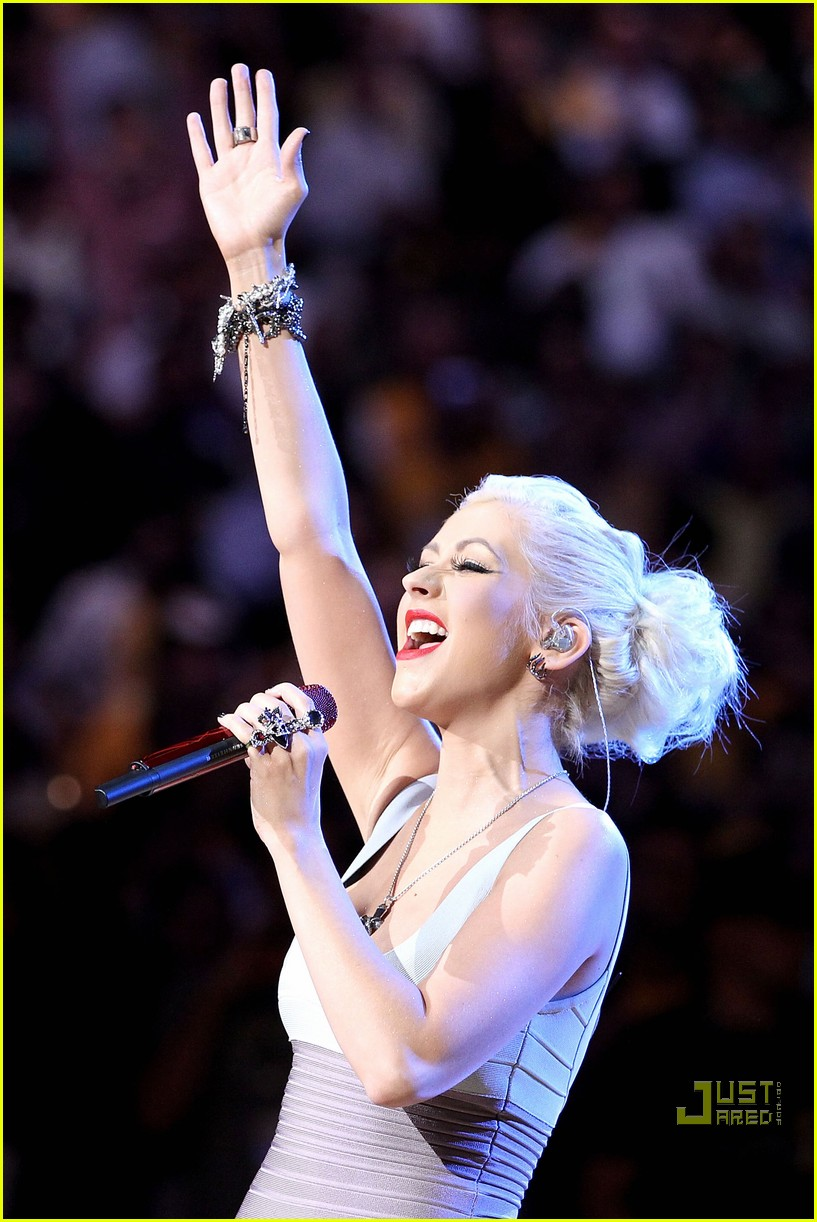 christina aguilera lakers win 01
