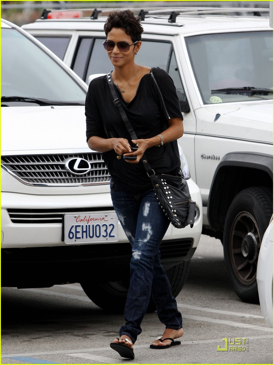 halle berry torn up lunch 14