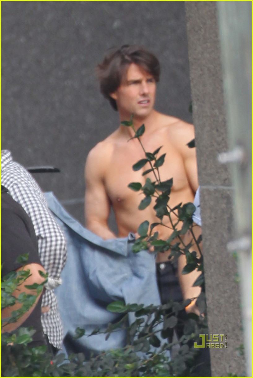 tom cruise shirtless 05
