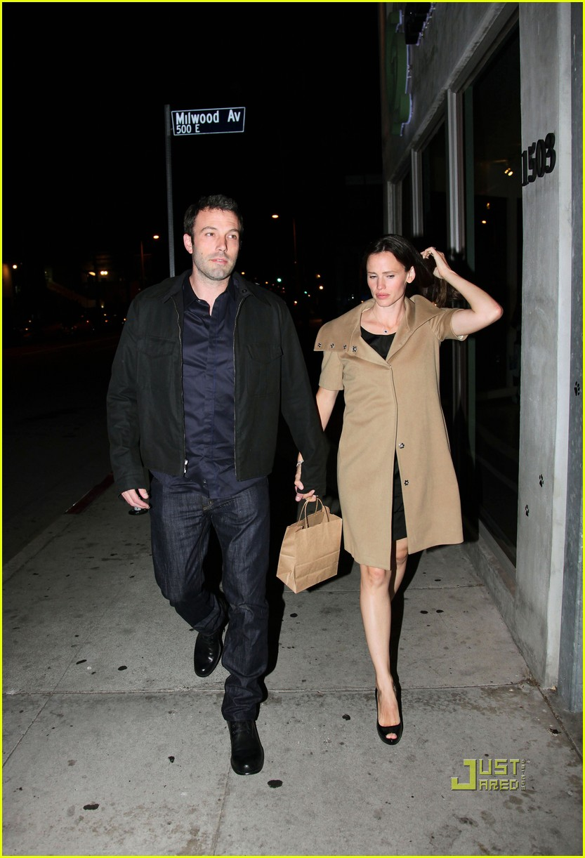 ben affleck jennifer garner 5th wedding anniversary dinner 032462787
