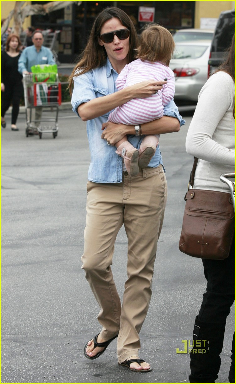 jennifer garner seraphina affleck groceries 01