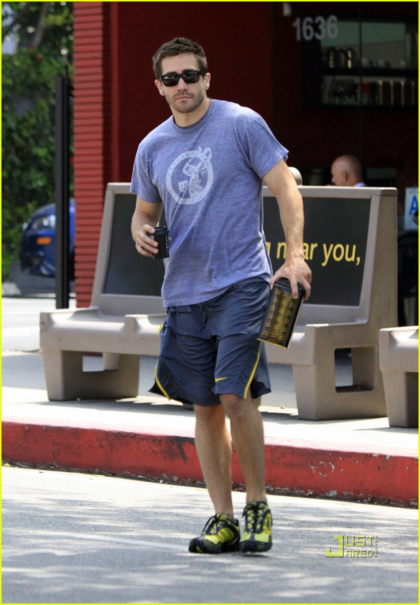 jake gyllenhaal lamill coffee shop 01