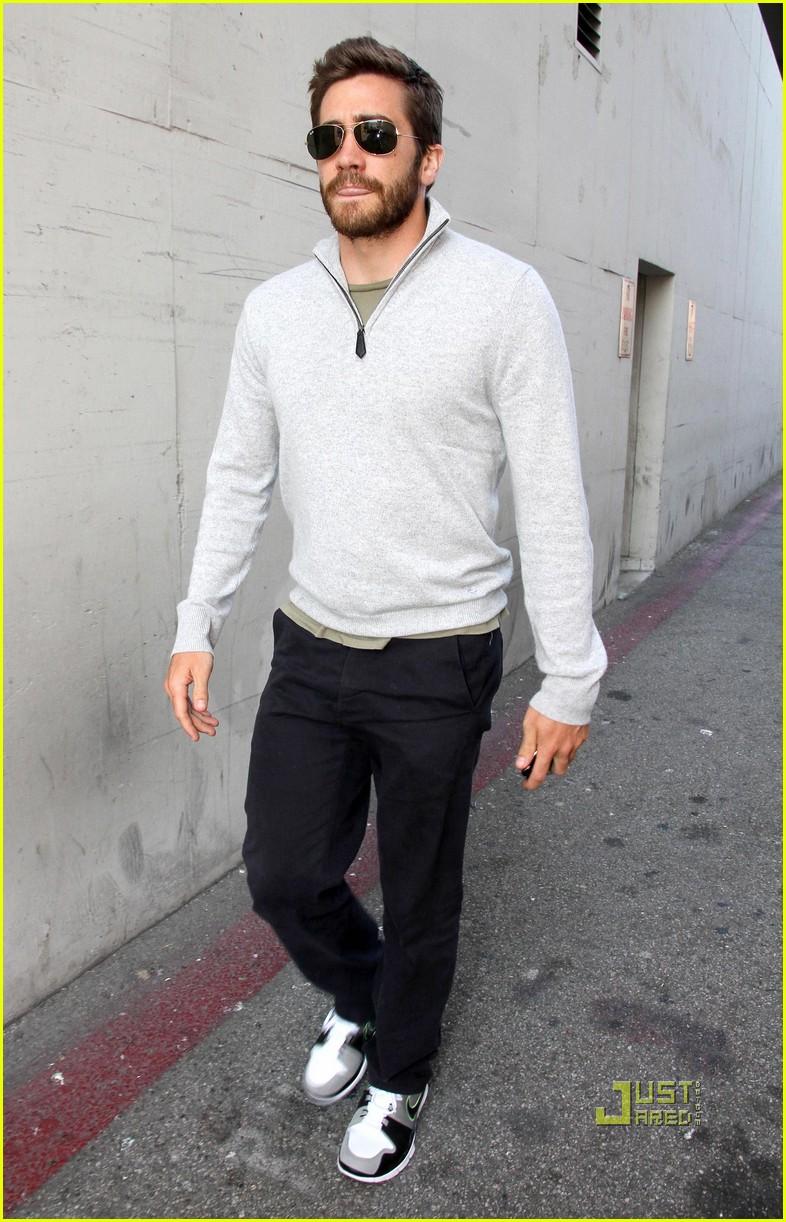 jake gyllenhaal leaves medical building 052461045
