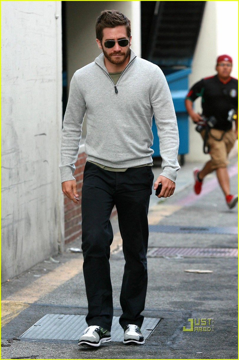 jake gyllenhaal leaves medical building 082461048