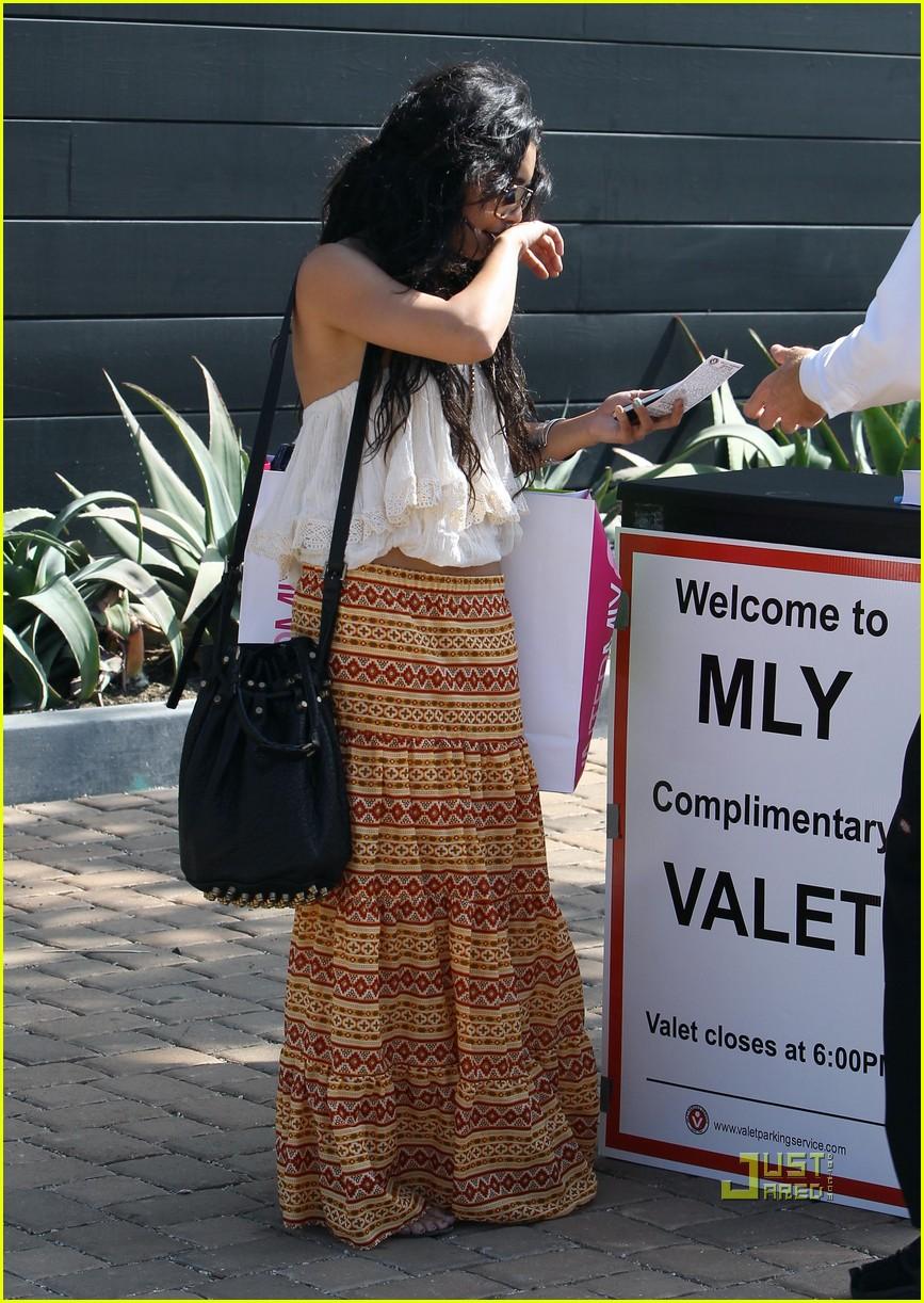 vanessa hudgens shopping malibu 112462201