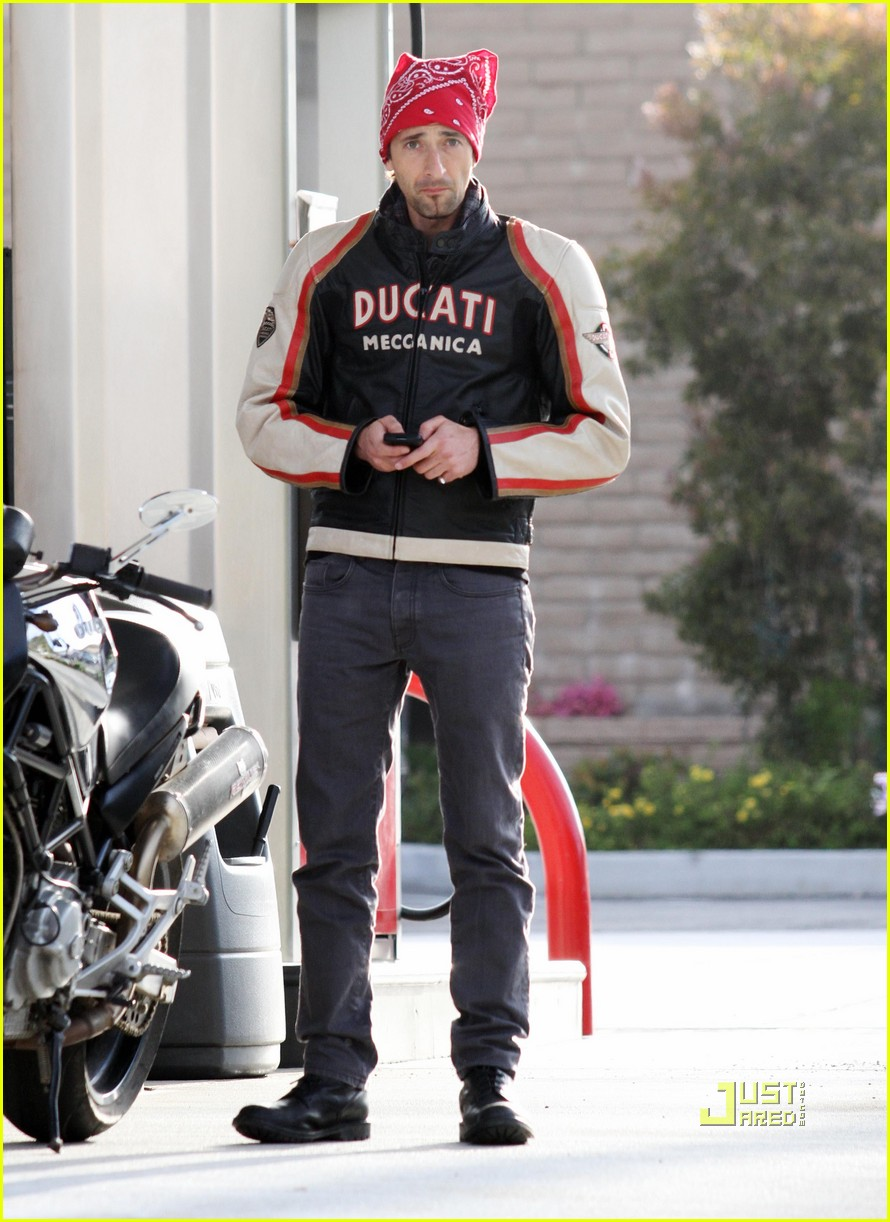 january jones adrien brody 04