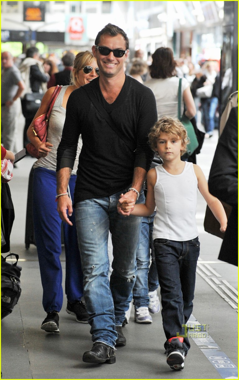 jude law sienna miller family ties 14
