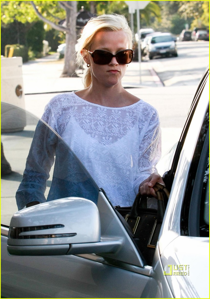 reese witherspoon whole foods 012461924
