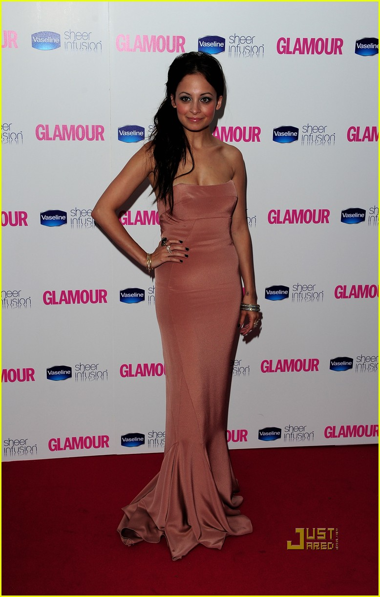 nicole richie glamour woman of the year awards 082457384