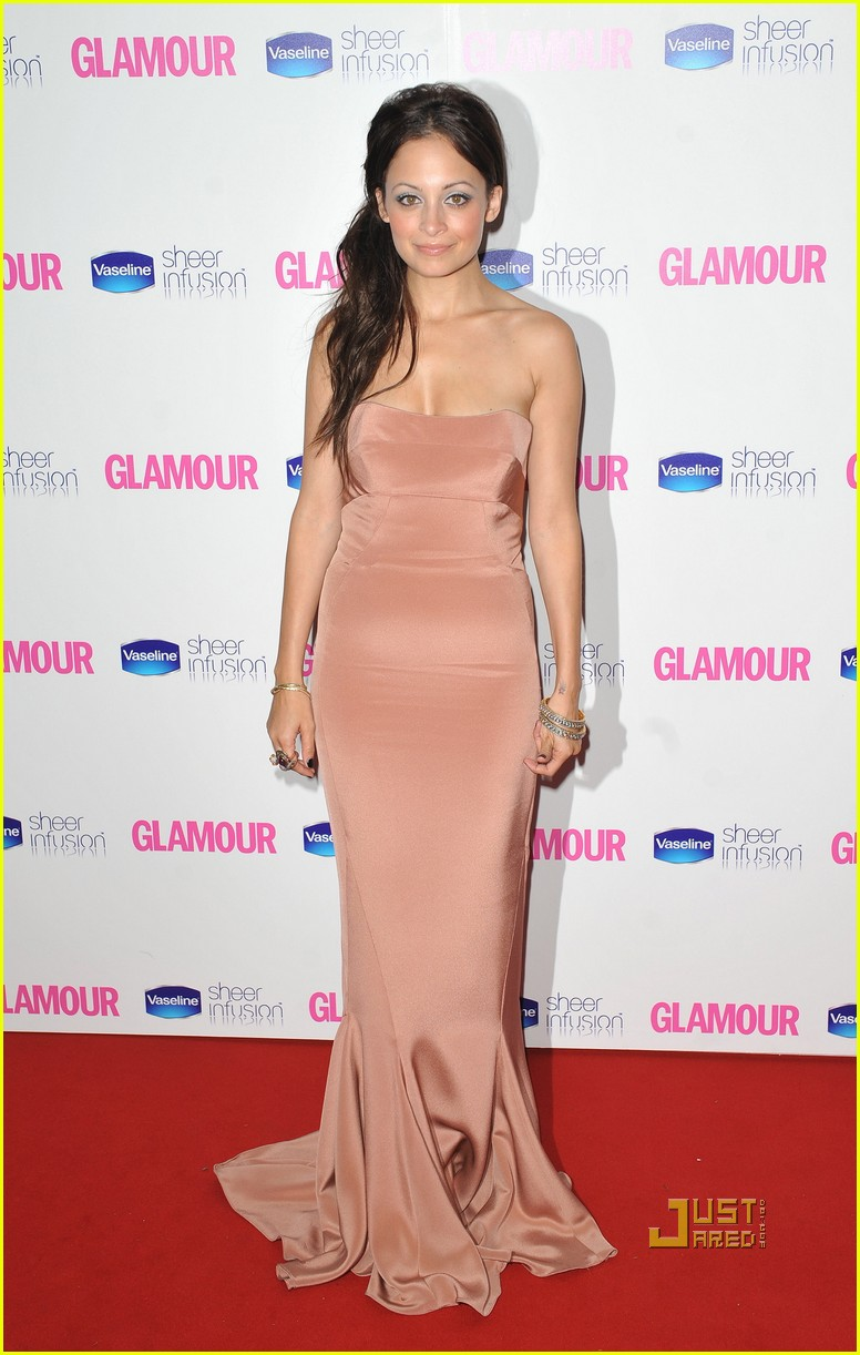 nicole richie glamour woman of the year awards 09