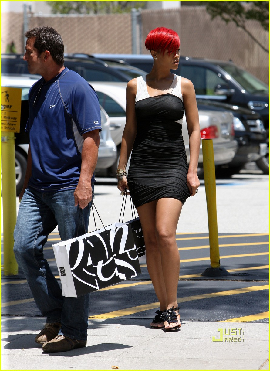 rihanna saks fifth avenue 02