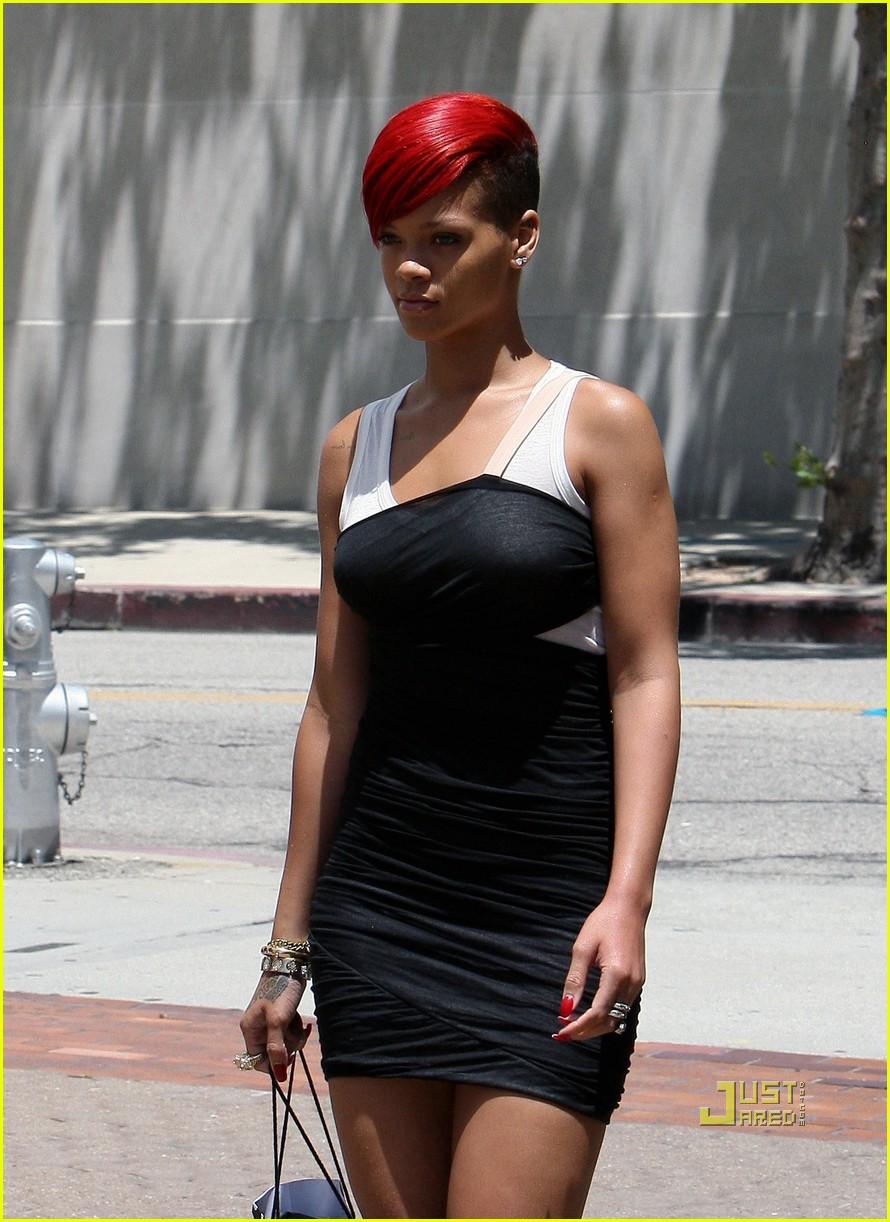 rihanna saks fifth avenue 16