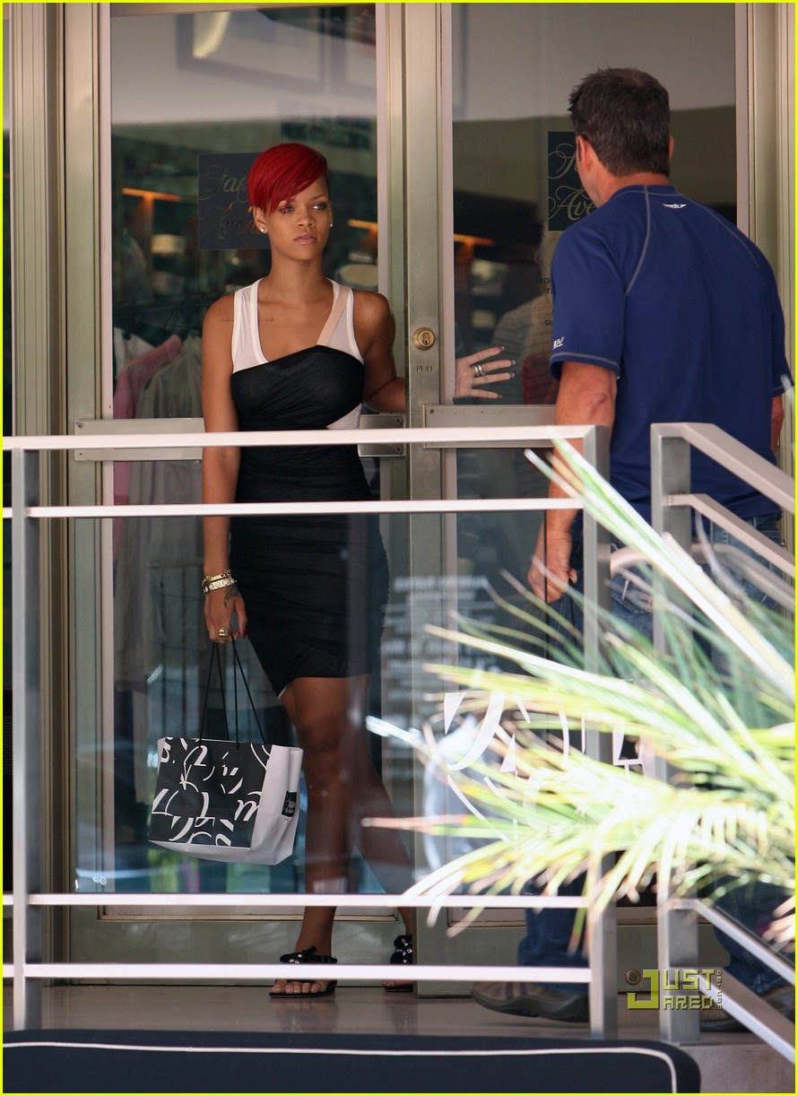 rihanna saks fifth avenue 20