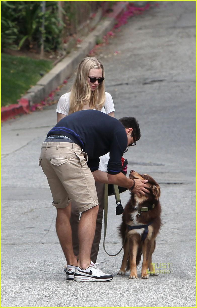 Amanda Seyfried Dominic Cooper Mamma Mia