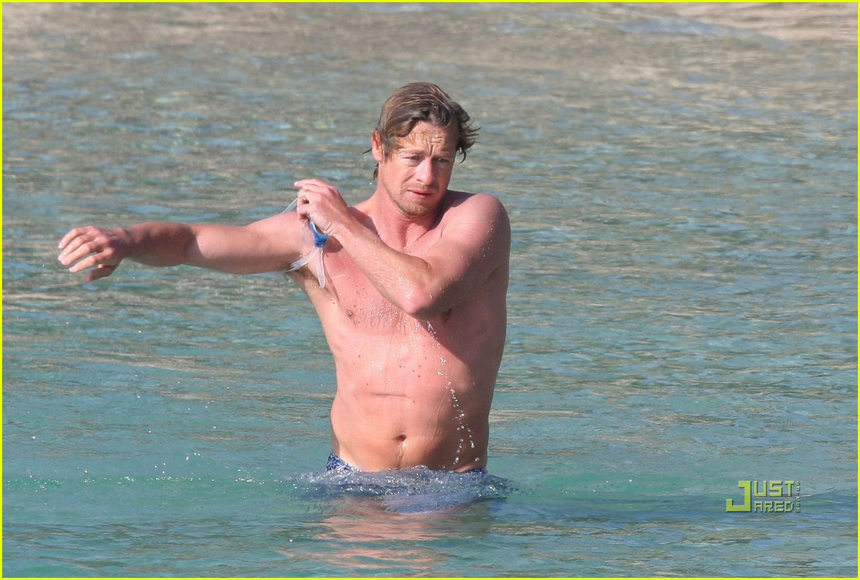 shirtless simon baker 21