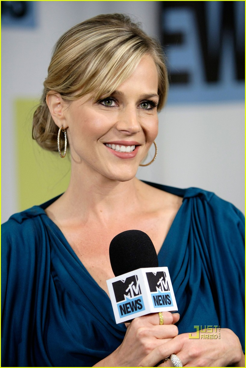 julie benz comic con no ordinary family 032469726