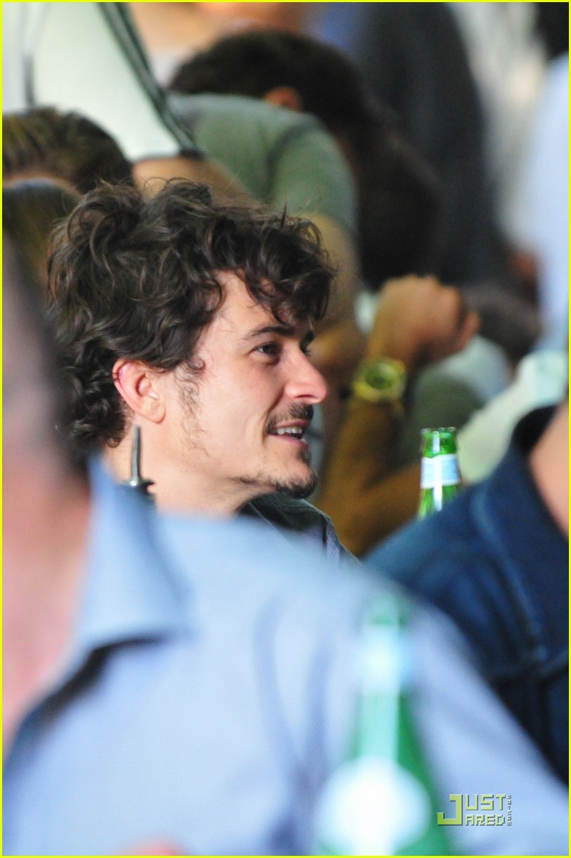 orlando bloom soccer fan 03