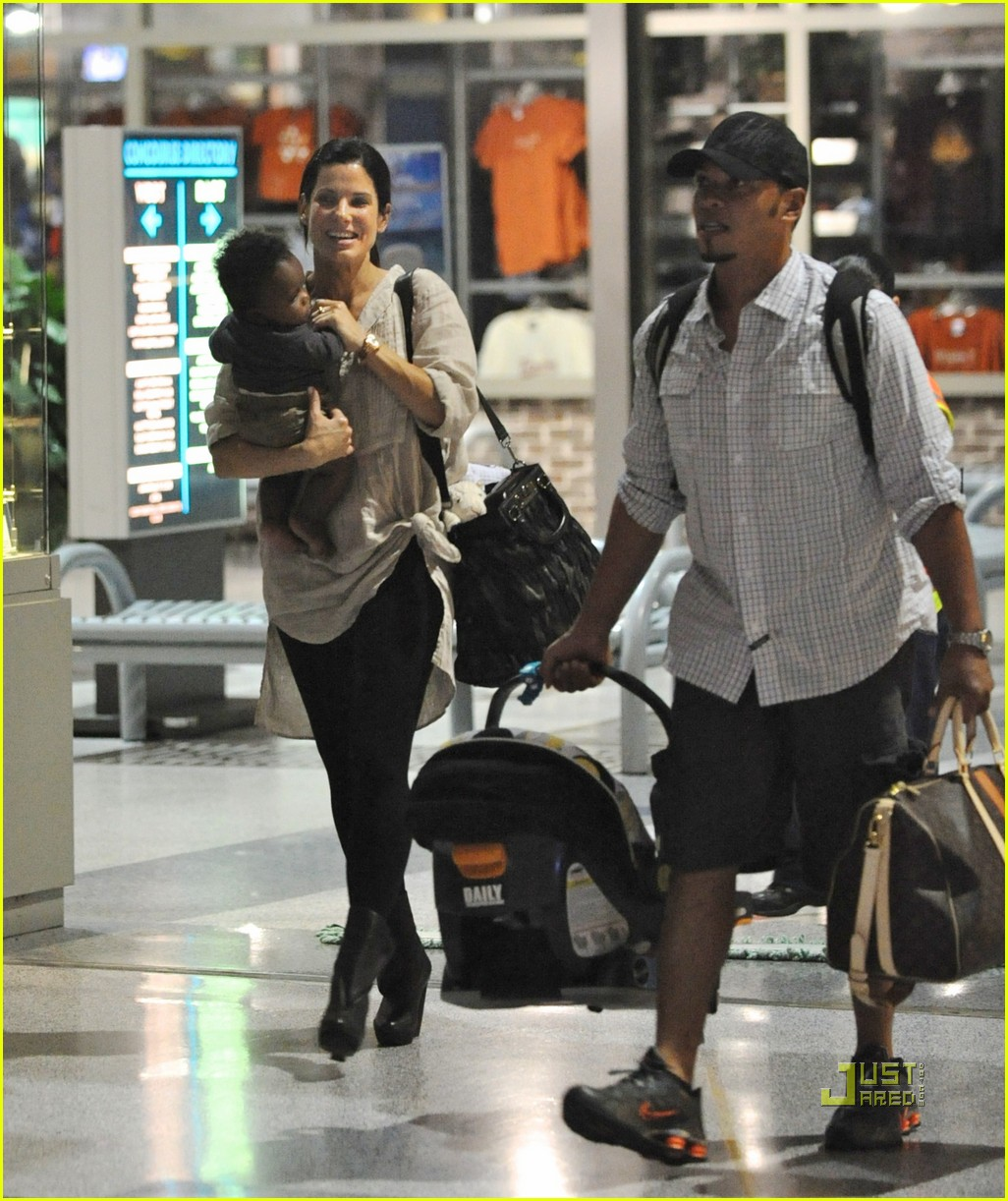 sandra bullock louis austin flight 03